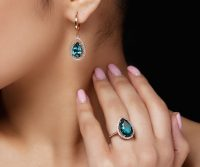 model-shows-earrings-ring-with-beautiful-blue-precious-stones_8353-5043